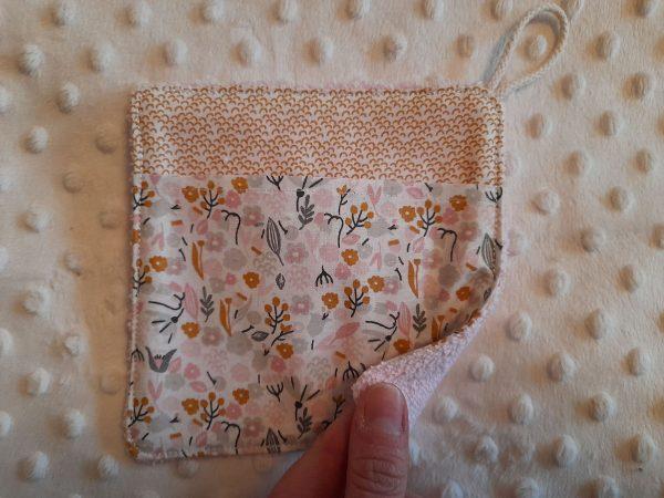 Les débarbouillettes – petites fleurs – rose gris moutarde – 8€ les 3, 25 € les 10