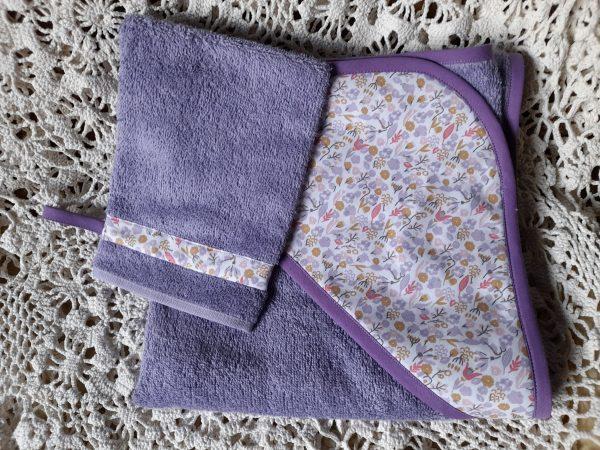 Cape de bain et son gant assorti – tons violet rose et moutarde