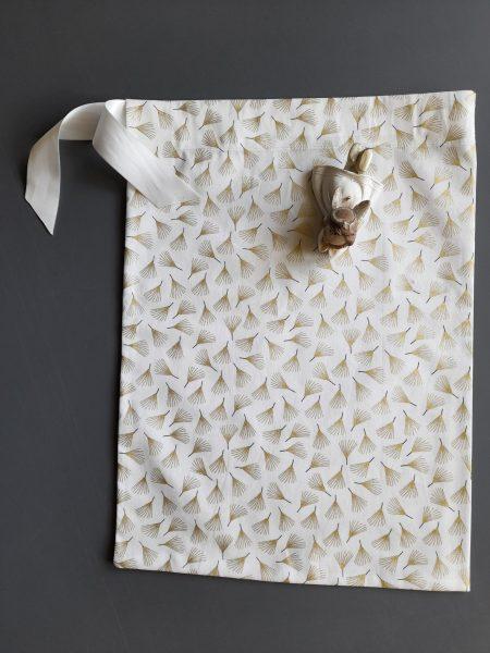 Pochon de Noël –  taille M (23*32) – épicéa doré sur fond blanc