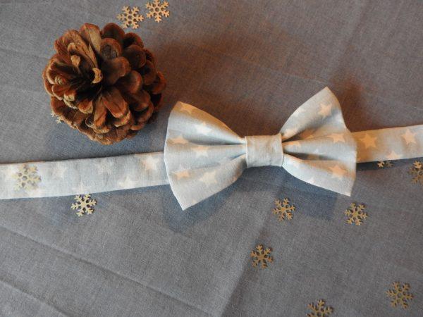 Nœud papillon enfant – spécial Noël – étoiles, tons bleu clair et argent