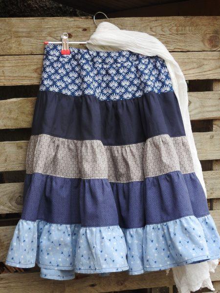 Longue jupe à volants – bleu et blanc – 6 à 8 ans