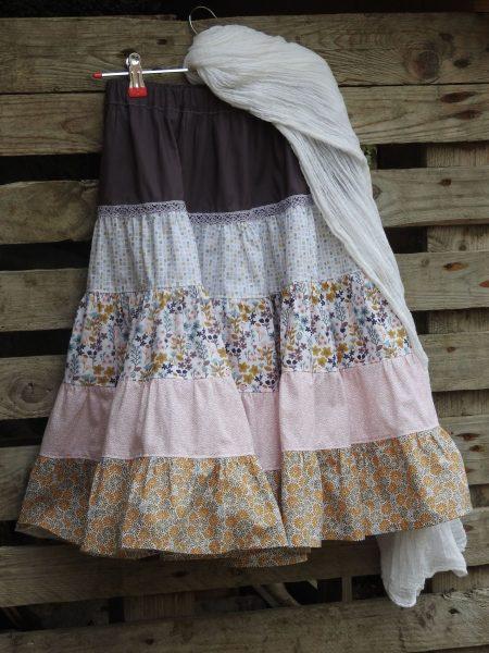 Longue jupe à volants – violet et rose –  6 à 8 ans