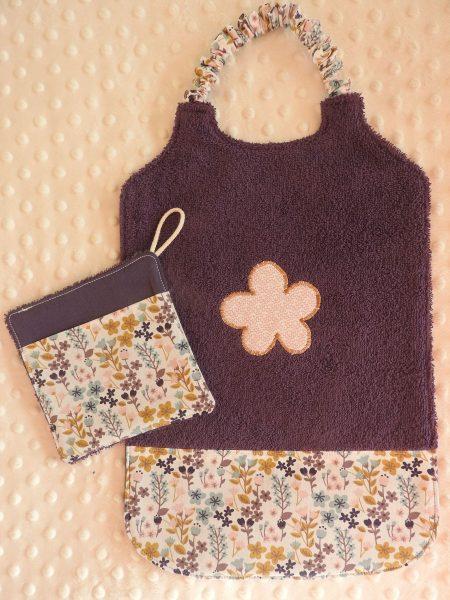 Bavoir XXL et sa débarbouillette assortie – petites fleurs – violet rose moutarde